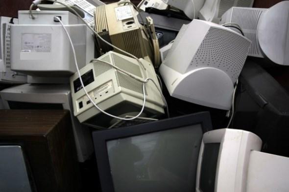 Gestapelte Computermonitore